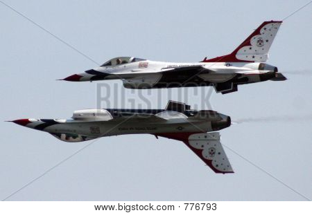 AirForce Thunderbirds - solos