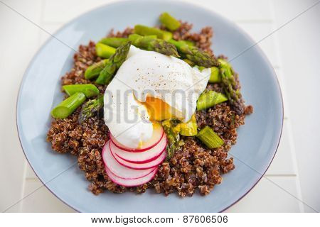 Healthy Quinoa with asparagus and poached egg