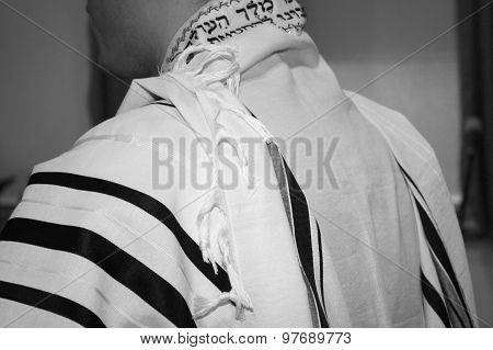 Tallit, White With Black Stripes