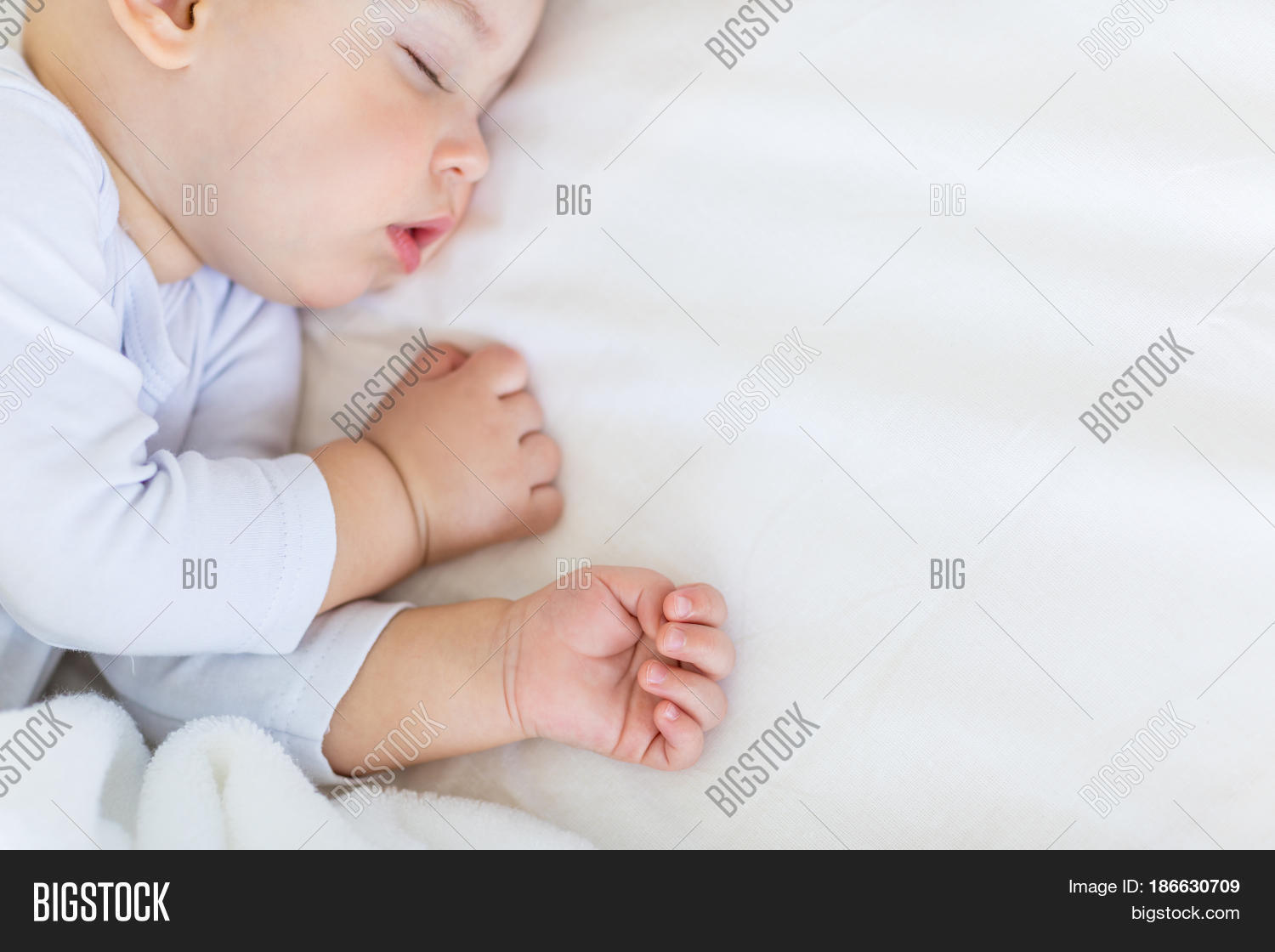 bd57b1933b7e new style cdd84 18586 close up portrait of adorable baby boy ...