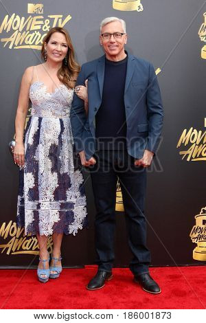 LOS ANGELES - MAY 7:  Susan Pinsky, Dr Drew Pinsky at the MTV Movie and Television Awards on the Shrine Auditorium on May 7, 2017 in Los Angeles, CA