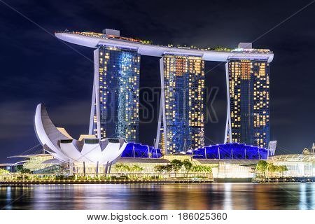 Amazing View Of Marina Bay In Singapore City At Dusk