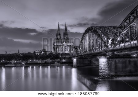 Cologne at night with a long exposure