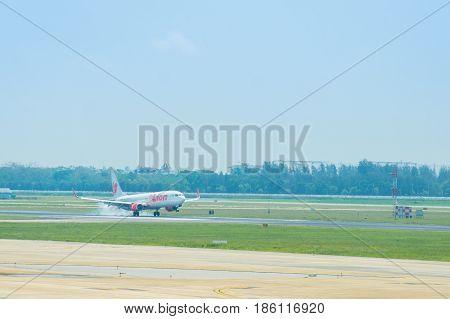 AIRPLANE LANDING BANGKOK MAY 72017 : airplane landing at international airpory donmueng bangkok thailand MAY 7 2017 BANGKOK