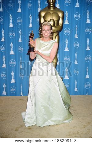 NEW YORK - MAR 23:  Kim Basinger, Oscar Winner at the 70th Annual Academy Awards at the Shrine Auditorium on March 23, 1998 in Los Angeles, CA