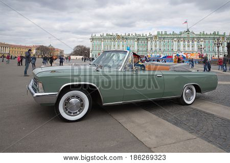 SAINT-PETERSBURG, RUSSIA - MAY 07, 2017: The ceremonial car ZIL-117V on the Palace Square close up
