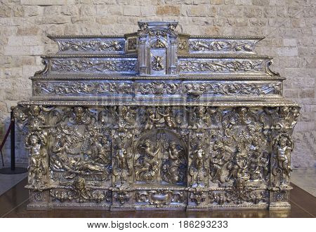 Silver Altar 1684 by Domenico Marinelli and Ennio Avitabile right apse of Superior Basilica Basilica of San Nicola di Bari Apulia Italy