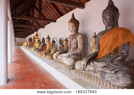 Surat-thani Thailand - Appril 29 2017: Row of Stucco buddha in Wat Phra Borommathat Chaiya Worawihan the tourist attraction in Surat thani district.