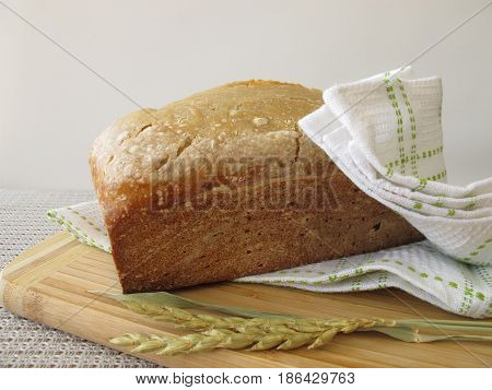 White bread with spelt flour from bread making machine