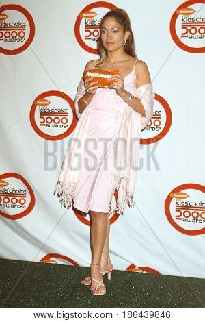 LOS ANGELES - MAR 15:  Jennifer Lopez at the 13th Annual Nickelodeon's Kids' Choice Awards at the Hollywood Bowl on March 15, 2000 in Los Angeles, CA
