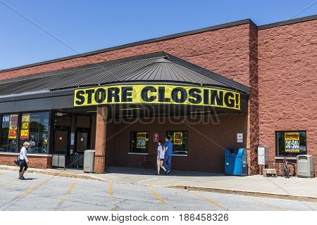 Indianapolis - Circa May 2017: Store Closing Sign on a a grocery market going out of business III