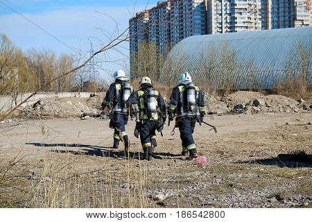 firefighters go to the place of fire