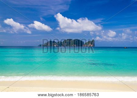Sunny Beach Vacation Wallpaper