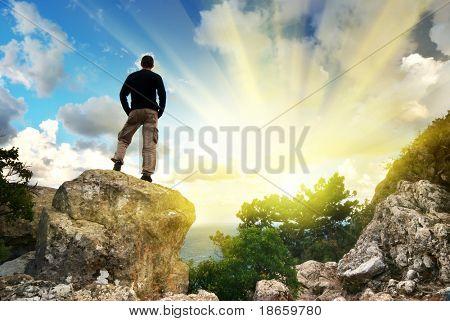 Человек на вершине горы. Концептуальный дизайн.
