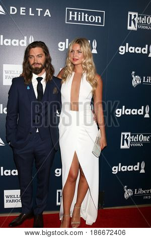 LOS ANGELES - APR 1:  Tom Payne, Jennifer Akerman at the 28th Annual GLAAD Media Awards at Beverly Hilton Hotel on April 1, 2017 in Beverly Hills, CA