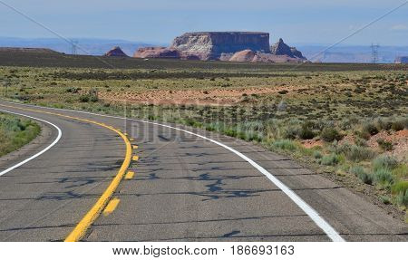 The road between Monument Valley and Page