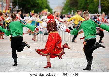 Orel Russia - May 9 2017: Victory Day selebration. Men and women in Russian costumes dancing in roundelay on square