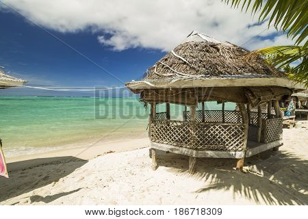 Samoa fale bungalov on white sand beach