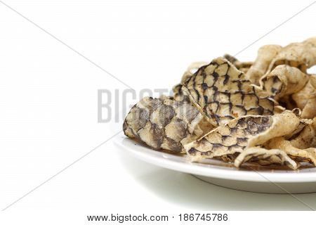 Fried fish skin / Snack food made from fish skin