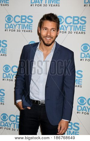 LOS ANGELES - NOV 3:  Scott Clifton at the The Bold and the Beautiful