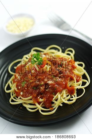 Spaghetti Ramen Noodle Pasta  With Tomatoes Sauce On Black Dish