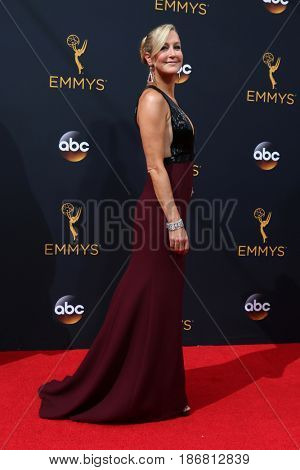 LOS ANGELES - SEP 18:  Lara Spencer at the 2016 Primetime Emmy Awards - Arrivals at the Microsoft Theater on September 18, 2016 in Los Angeles, CA