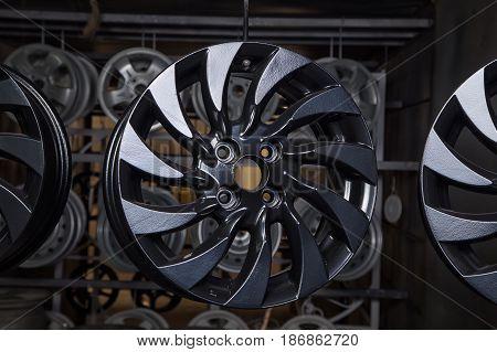 Drying of black disks after powder coating in workshop