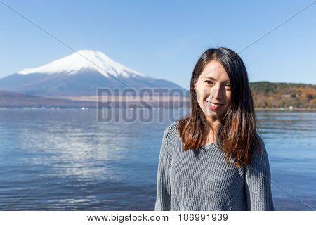 Woman travel in Fujisan