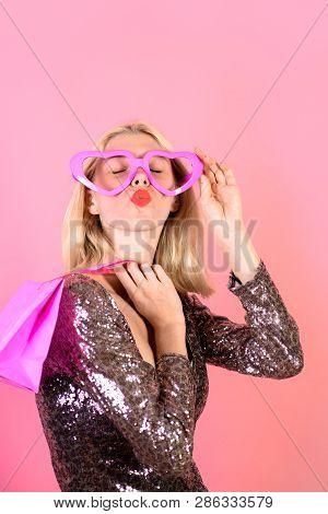 Woman Shopper. Beautiful Girl In Fake Glasses With Shopping Bag. Shopping Girl Sends Kiss. Sale, Sho