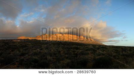 Explosión de nubes sobre la montaña de Trawal