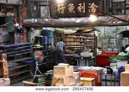 Keelung, Taiwan - November 22, 2018: Vendor Prepares Squid At Famous Kanziding Fish Market In Keelun