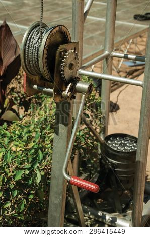 Small Metal Hand Crank For Pulling Steel Cable At Merida