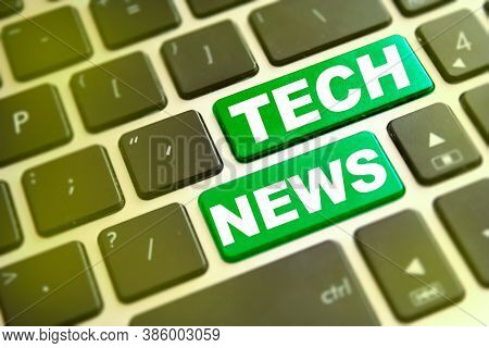 Note Tech News Writting On Green Button On Computer Keyboard. Technology Information Concept
