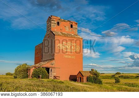 Brooking, Sk- July 18, 2020: Sunset Over The Abandoned Grain Elevator In The Ghost Town Of Brooking,