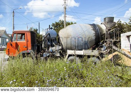 The Machine Concrete Mixer Drove Up To The Private House Under Construction And Pours The Finished S