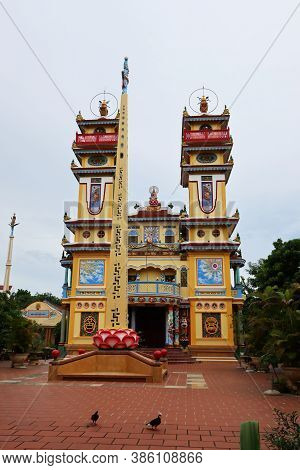Hoi An, Vietnam, September 20, 2020: Vertical View Of The Main Facade With A Monolith In The Courtya