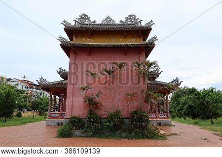 Hoi An, Vietnam, September 20, 2020: Rear Facade Of The Van Mieu Confucius Temple. Hoi An, Vietnam