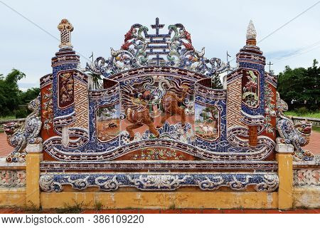 Hoi An, Vietnam, September 20, 2020: Colorful Decorated Wall In The Courtyard Of The Van Mieu Confuc