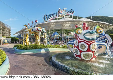 Hong Kong, China - July 24, 2019 : Colorful Sculpture At The Main Entrance Of Ocean Park Hong Kong.