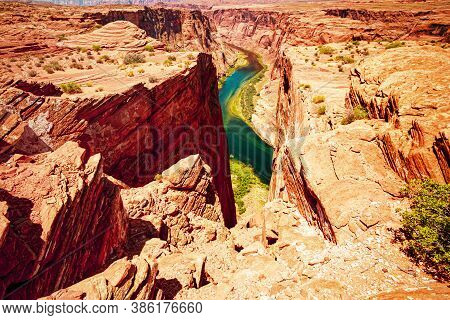 Horseshoe Bend And Colorado River. Horseshoe Bend Glen Canyon. Beautiful View Of Horseshoe Bend