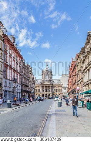 Liverpool, United Kingdom: August 02, 2018: Streetview Of Castle Street With A View On The Ancient T
