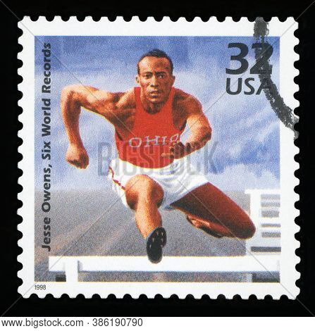 United States Of America - Circa 1998: A Stamp Printed In Usa Showing An Image Of Jesse Owens, Six W