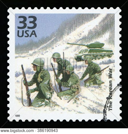 United States Of America - Circa 1999: A Postage Stamp Printed In Usa Showing An Image Of Soldiers I
