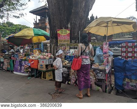 Denpasar, Indonesia - September 28, 2019: Street Vendors Selling Various Balinese Foods On The Sidew