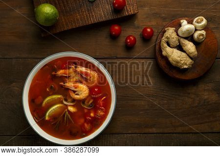 Tom Yam Soup With Shrimp And Lime In A Light Dish Near The Ingredients.