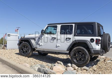 Plainfield - Circa September 2020: Jeep Wrangler Display With American Flag At A Chrysler Dealership