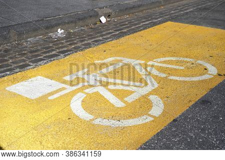 Caba, Buenos Aires / Argentina; Sept 19, 2020: Street Space Marked As Reserved For The Food Delivere