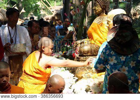 Khai Bang Rachan, Sing Buri, Thailand April 14, 2018: Novice Monk Carry Water Dipper In Hand For Pou