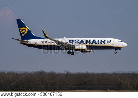 Budapest / Hungary - April 8, 2019: Ryanair Boeing 737-800 Ei-das Passenger Plane Arrival And Landin