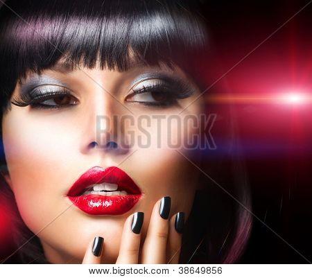 Schöne Brünette Mädchen. Perfekte Makeup.Make-Up. Close-up Portrait